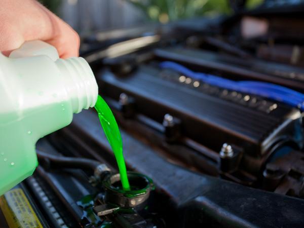 Как заменить охлаждающую жидкость в автомобиле?